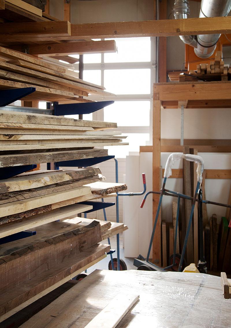 Verschiedene Holzarten in der Tischlerei